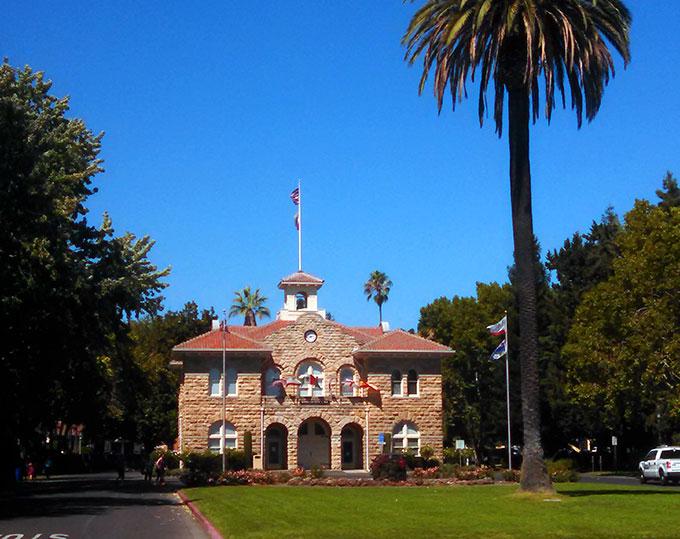 Sonoma Plaza at California